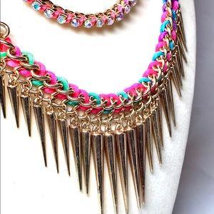 Multicolour necklace set. Gold tone chain. Express